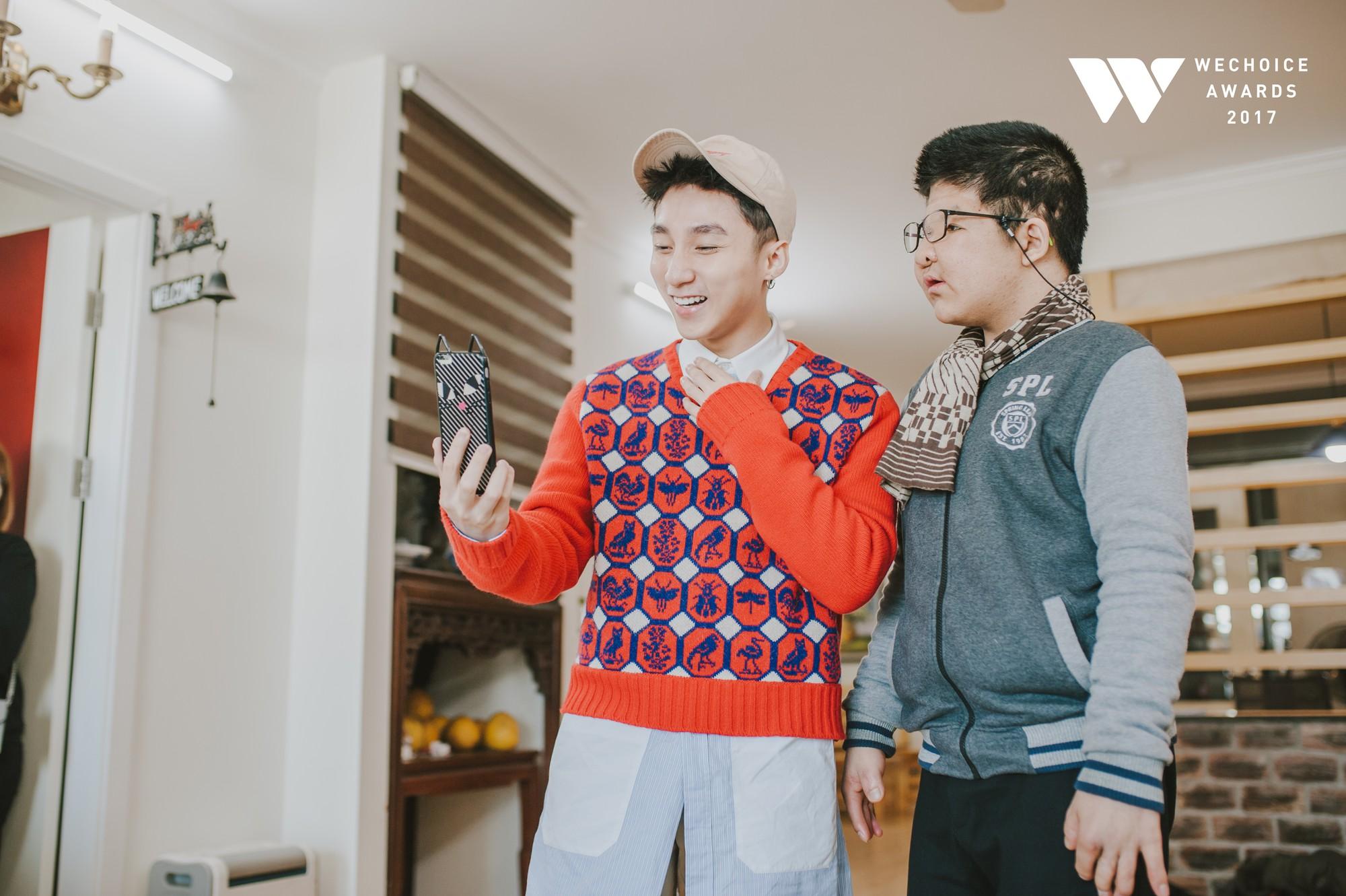 Khoảnh khắc đẹp: Sơn Tùng và bé Bôm hoà chung đam mê qua tiếng đàn, tập luyện cho sân khấu đặc biệt Gala WeChoice Awards 2017 - Ảnh 11.