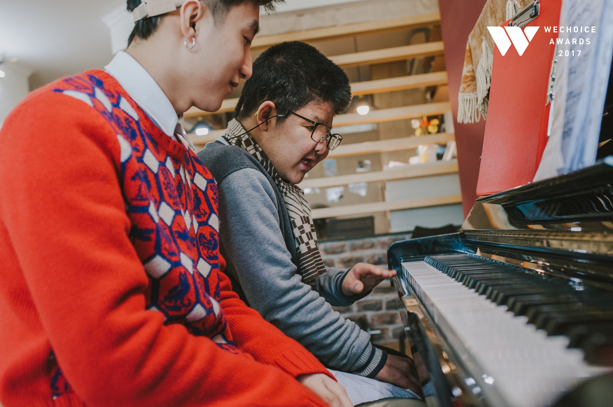 Khoảnh khắc đẹp: Sơn Tùng và bé Bôm hoà chung đam mê qua tiếng đàn, tập luyện cho sân khấu đặc biệt Gala WeChoice Awards 2017 - Ảnh 18.