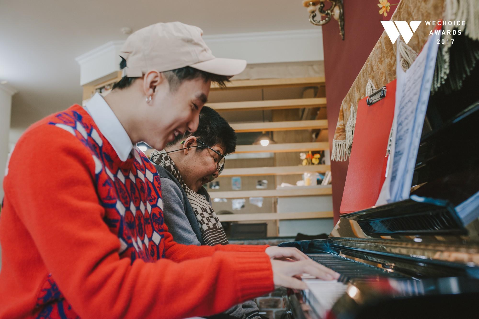 Khoảnh khắc đẹp: Sơn Tùng và bé Bôm hoà chung đam mê qua tiếng đàn, tập luyện cho sân khấu đặc biệt Gala WeChoice Awards 2017 - Ảnh 19.