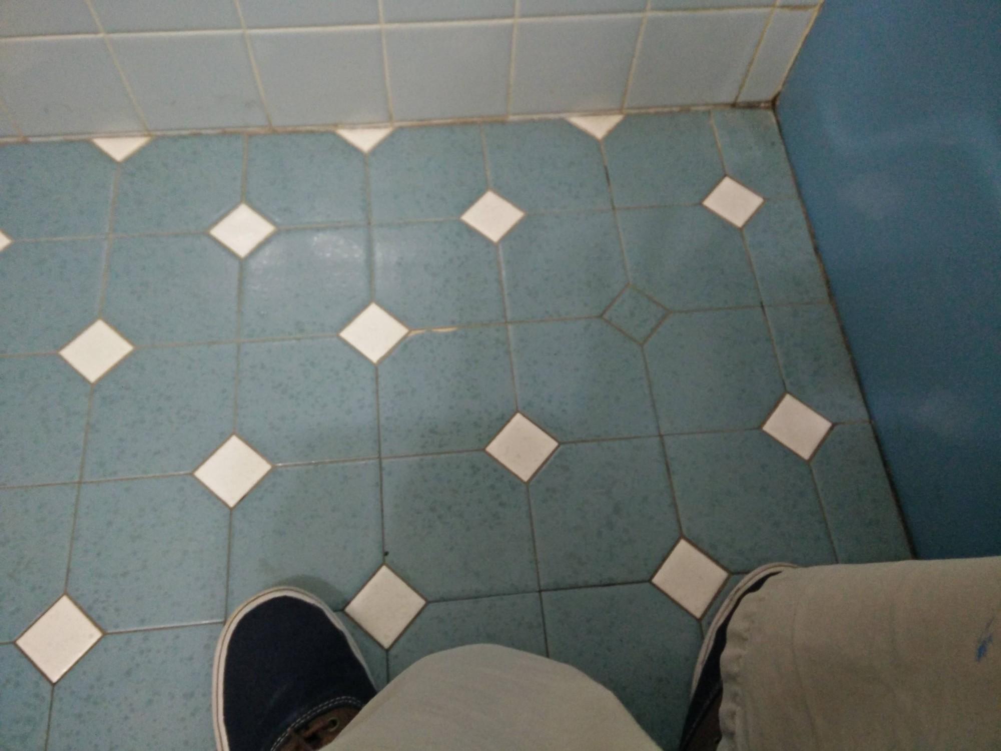 15 sàn nhà bị lát ẩu lệch lạc khiến bạn hóa điên khi nhìn thấy - Ảnh 15.