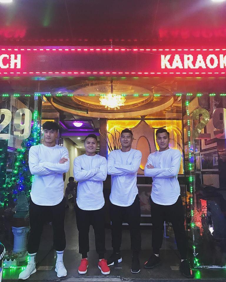 Duy Mạnh mê Gucci, Tiến Dụng - Văn Hậu cuồng Yeezy, U23 Việt Nam cũng chịu khó đầu tư giày ra phết - Ảnh 7.