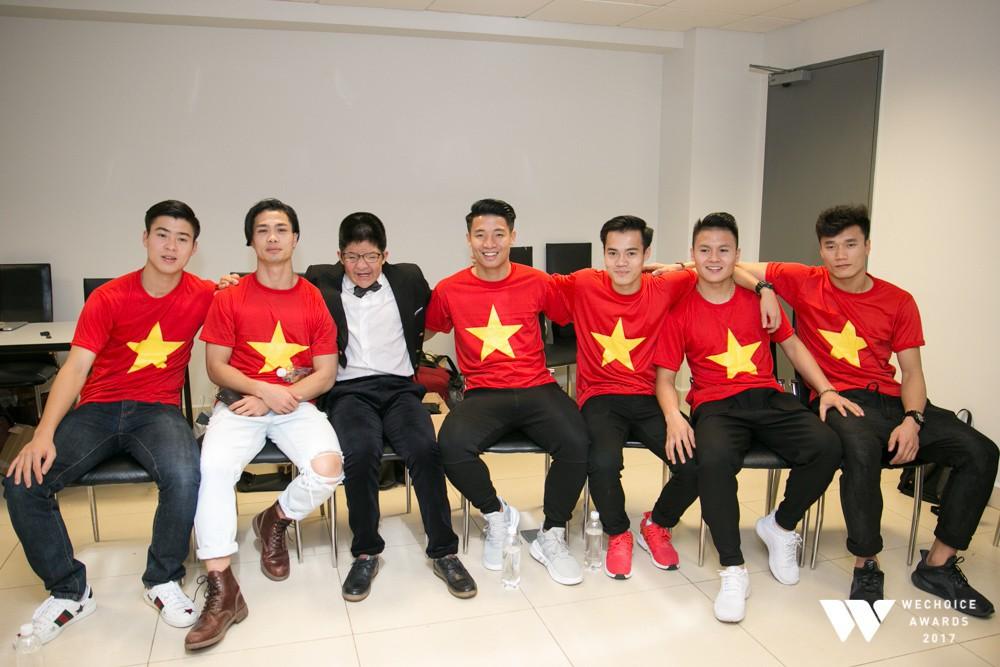 Duy Mạnh mê Gucci, Tiến Dụng - Văn Hậu cuồng Yeezy, U23 Việt Nam cũng chịu khó đầu tư giày ra phết - Ảnh 2.
