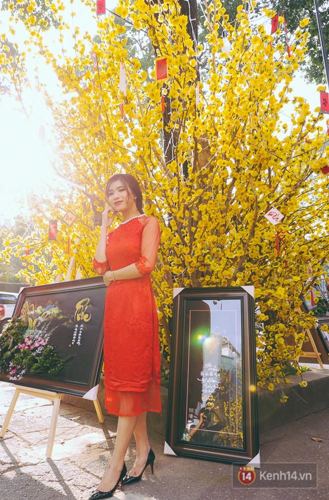 Nhiều người kiếm tiền triệu mỗi ngày nhờ cho thuê áo dài Tết chụp hình tại phố ông đồ Sài Gòn - Ảnh 14.