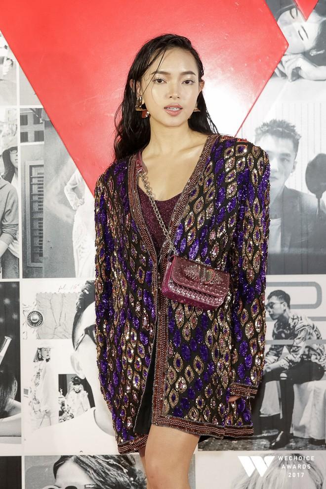 Thảm đỏ Gala WeChoice Awards: Ngọc Trinh khoe vai trần quyến rũ, Chi Pu diện váy xẻ cao táo bạo - Ảnh 15.