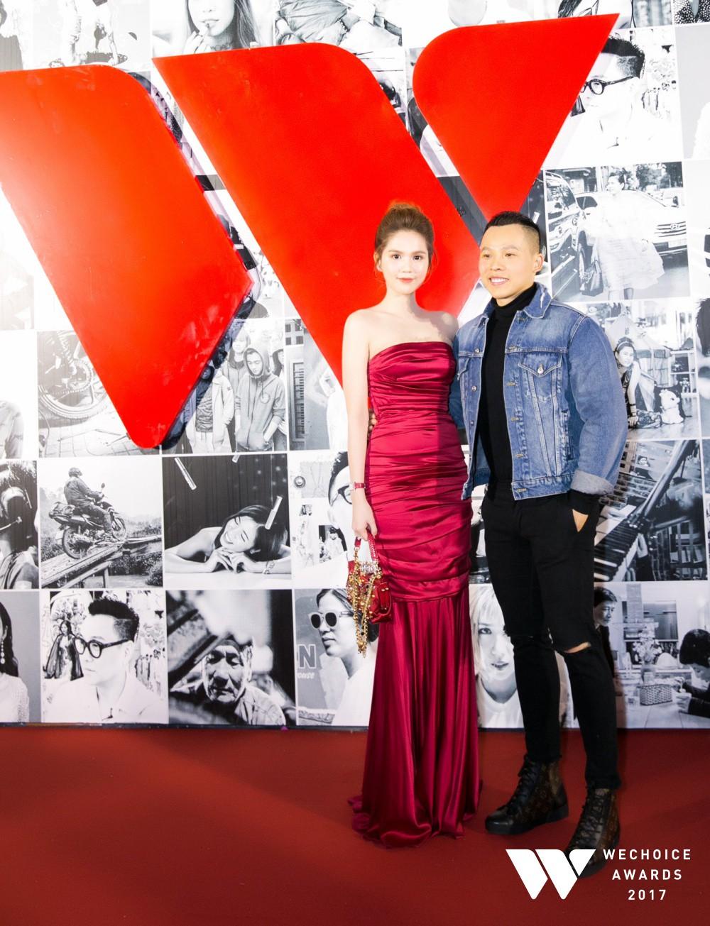 Thảm đỏ Gala WeChoice Awards: Ngọc Trinh khoe vai trần quyến rũ, Chi Pu diện váy xẻ cao táo bạo - Ảnh 2.