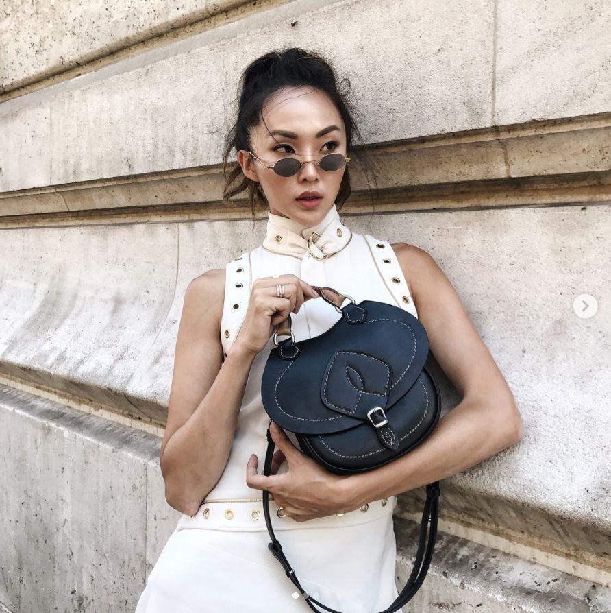 Kính mắt tin hin đang là mốt lớn vì nhiều fashion icon Việt đã tẩy chay hết kính bự để diện thứ kính tí hon này - Ảnh 14.
