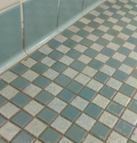15 sàn nhà bị lát ẩu lệch lạc khiến bạn hóa điên khi nhìn thấy - Ảnh 3.