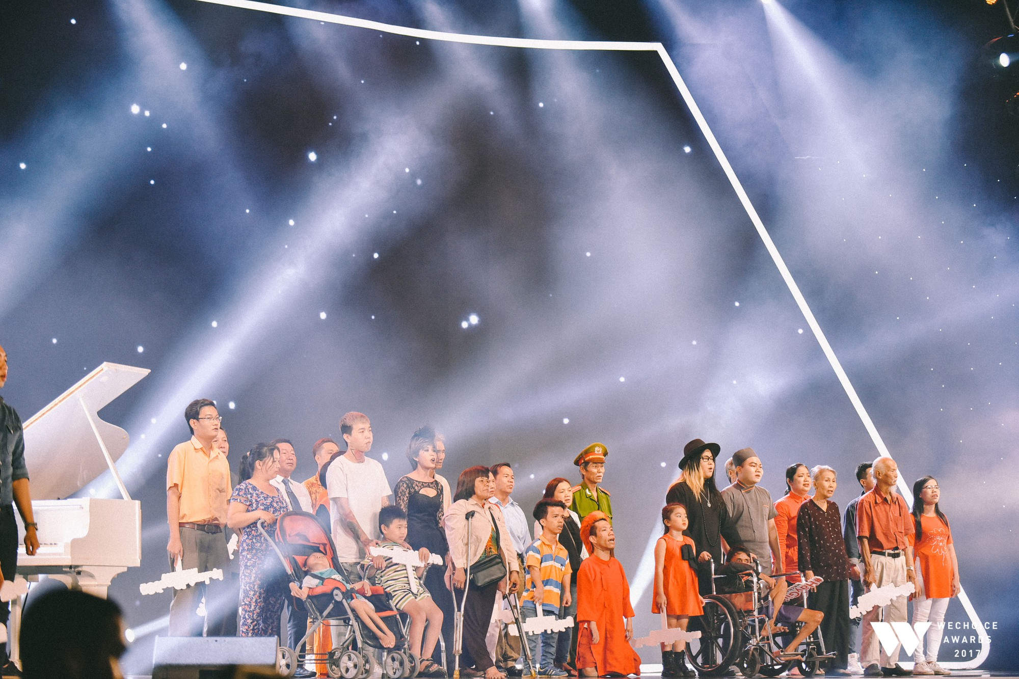 Khoảnh khắc WeChoice Awards: Đẹp nhất là khi Sơn Tùng, bé Bôm và các nghệ sĩ Việt cùng chậm lại trong dòng cảm xúc vỡ òa - Ảnh 7.