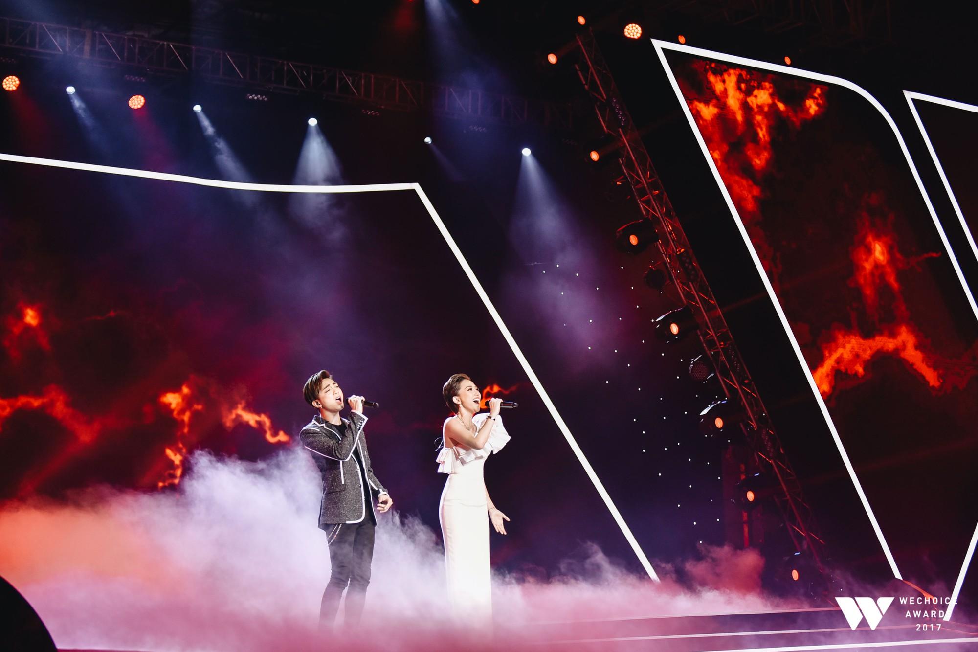 Khoảnh khắc WeChoice Awards: Đẹp nhất là khi Sơn Tùng, bé Bôm và các nghệ sĩ Việt cùng chậm lại trong dòng cảm xúc vỡ òa - Ảnh 12.