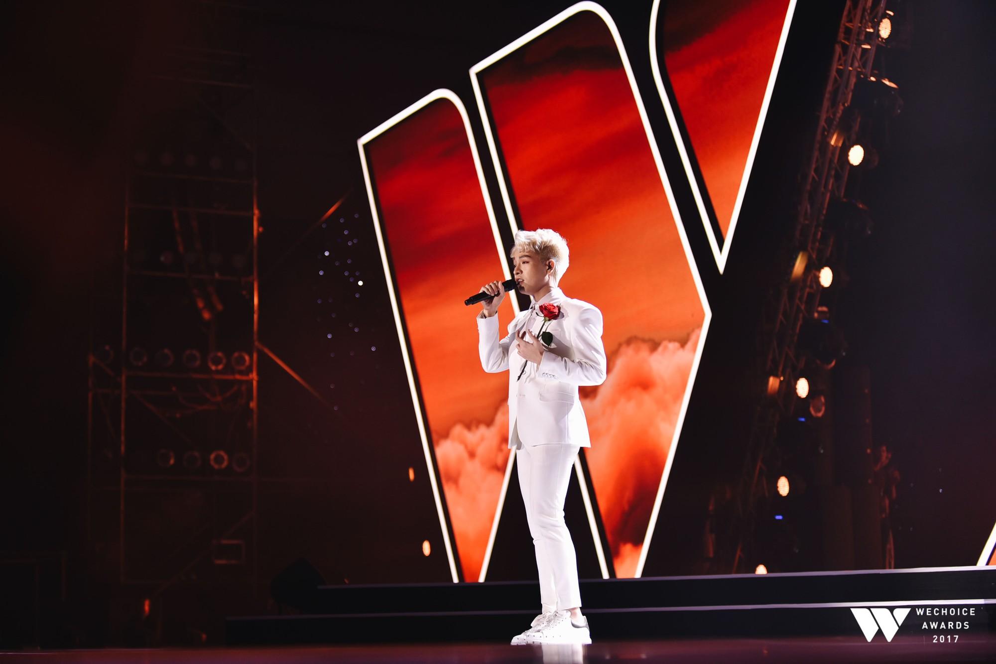 Khoảnh khắc WeChoice Awards: Đẹp nhất là khi Sơn Tùng, bé Bôm và các nghệ sĩ Việt cùng chậm lại trong dòng cảm xúc vỡ òa - Ảnh 21.
