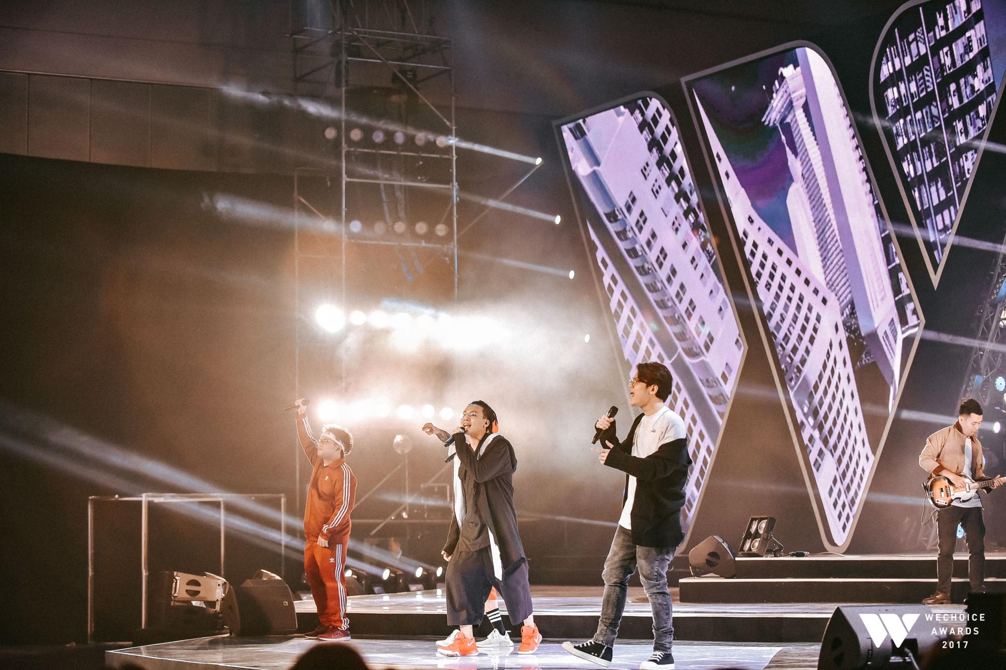 Khoảnh khắc WeChoice Awards: Đẹp nhất là khi Sơn Tùng, bé Bôm và các nghệ sĩ Việt cùng chậm lại trong dòng cảm xúc vỡ òa - Ảnh 42.