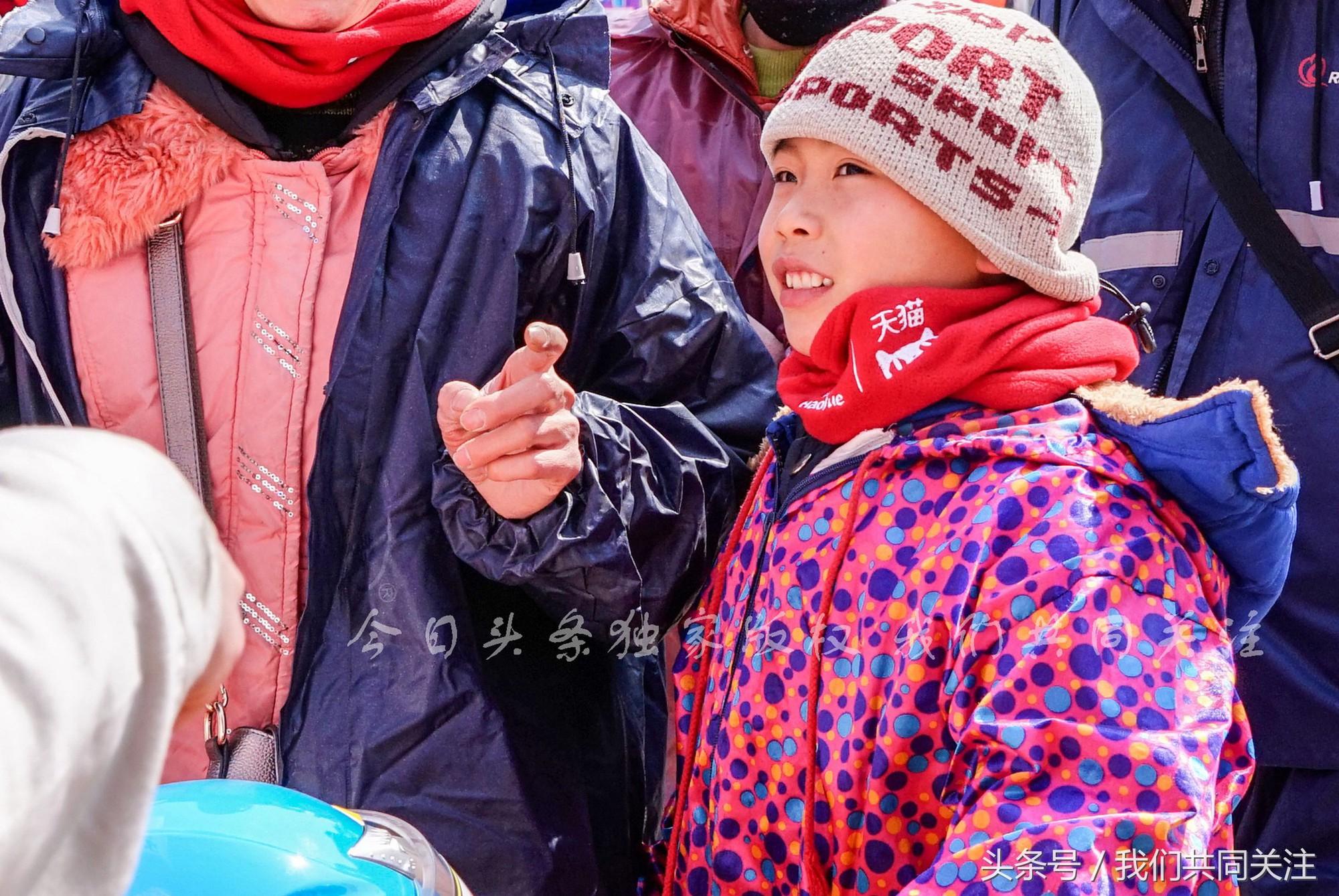 Ngán ngẩm cảnh đông đúc tại nhà xe bến tàu, hàng chục nghìn người Trung Quốc phượt trăm km về quê ăn Tết - Ảnh 10.