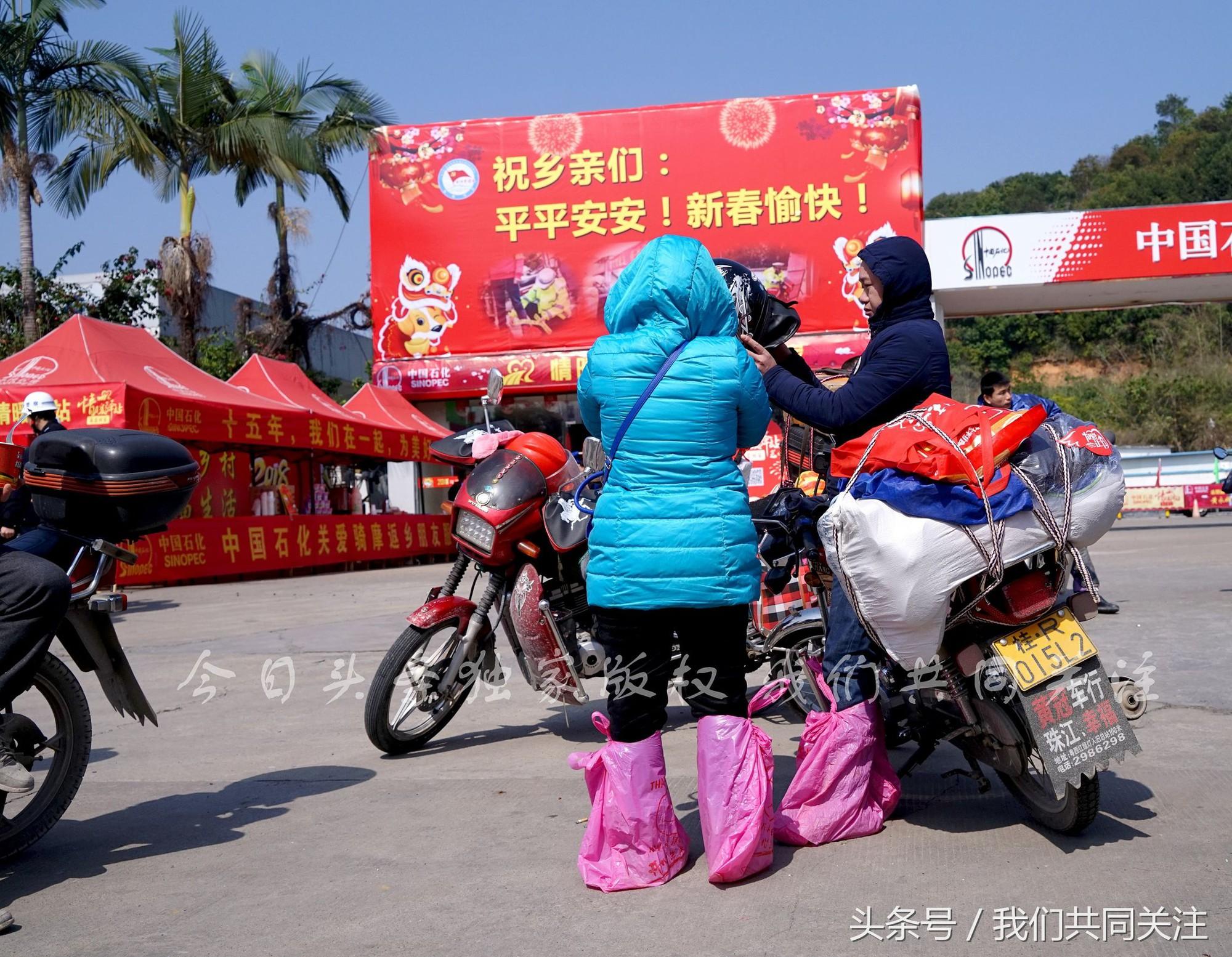 Ngán ngẩm cảnh đông đúc tại nhà xe bến tàu, hàng chục nghìn người Trung Quốc phượt trăm km về quê ăn Tết - Ảnh 4.