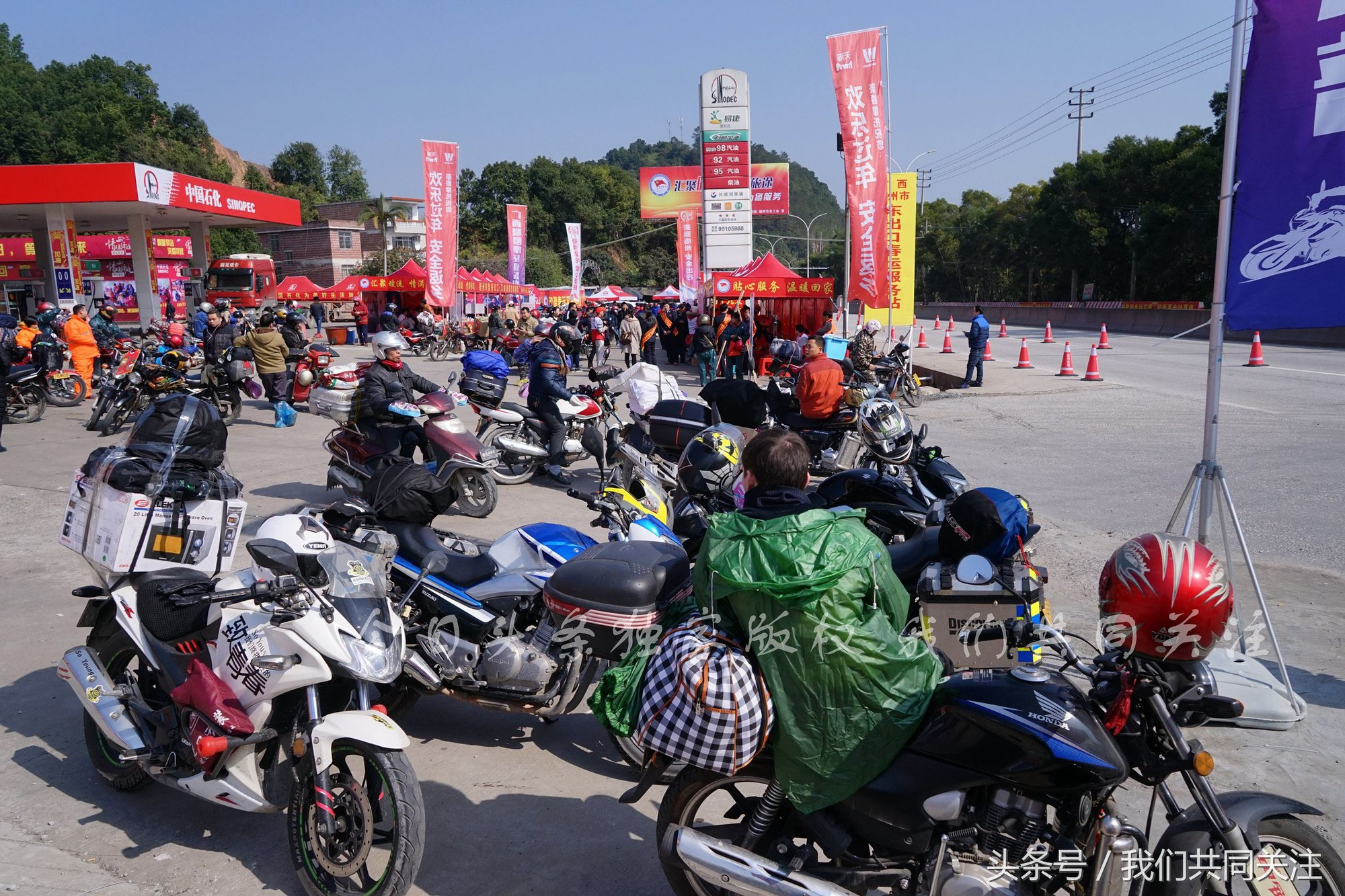 Ngán ngẩm cảnh đông đúc tại nhà xe bến tàu, hàng chục nghìn người Trung Quốc phượt trăm km về quê ăn Tết - Ảnh 7.
