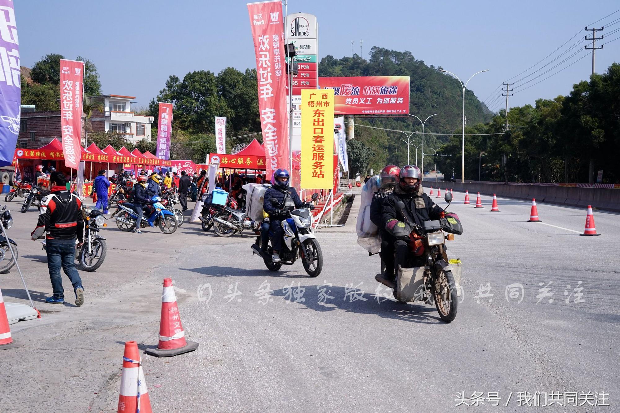 Ngán ngẩm cảnh đông đúc tại nhà xe bến tàu, hàng chục nghìn người Trung Quốc phượt trăm km về quê ăn Tết - Ảnh 14.