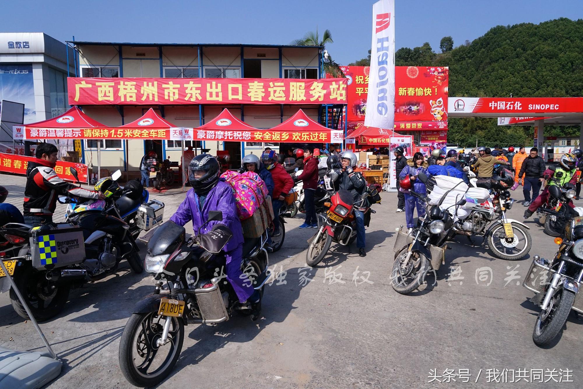 Ngán ngẩm cảnh đông đúc tại nhà xe bến tàu, hàng chục nghìn người Trung Quốc phượt trăm km về quê ăn Tết - Ảnh 2.