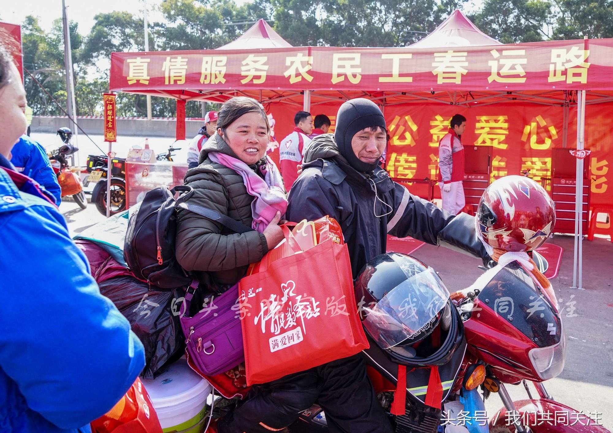Ngán ngẩm cảnh đông đúc tại nhà xe bến tàu, hàng chục nghìn người Trung Quốc phượt trăm km về quê ăn Tết - Ảnh 13.
