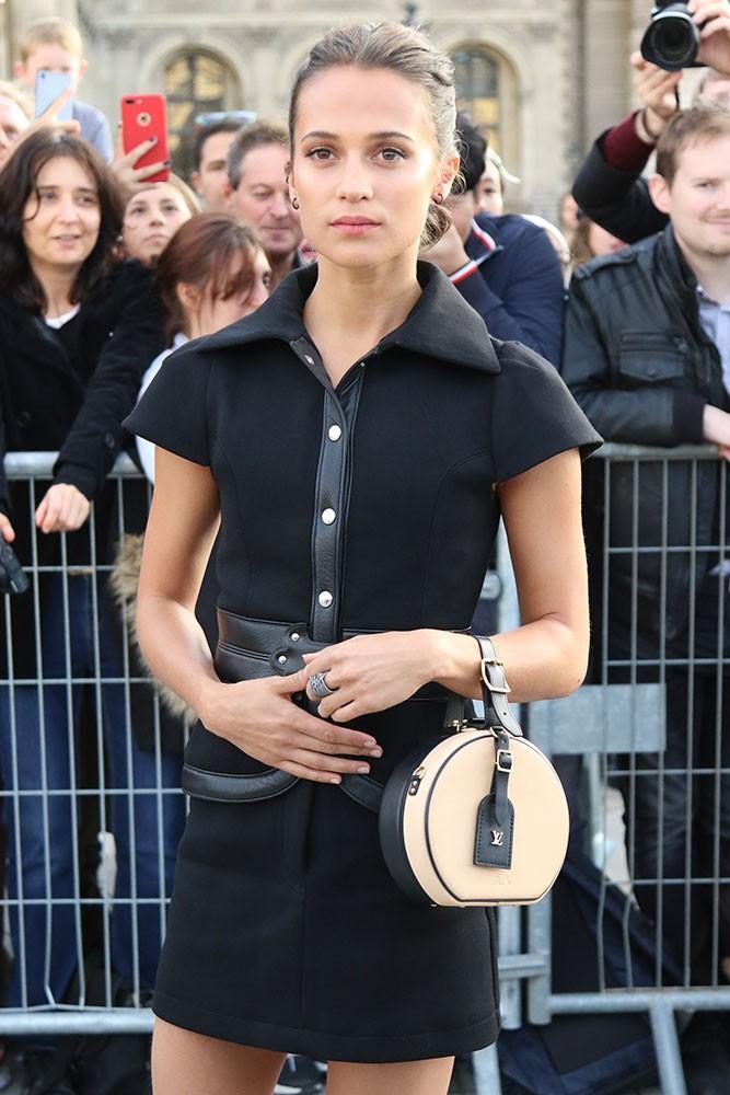 Đâu chỉ Selena Gomez, cả loạt tín đồ thời trang thế giới cũng đang mê đắm mẫu túi đắt đỏ này - Ảnh 13.