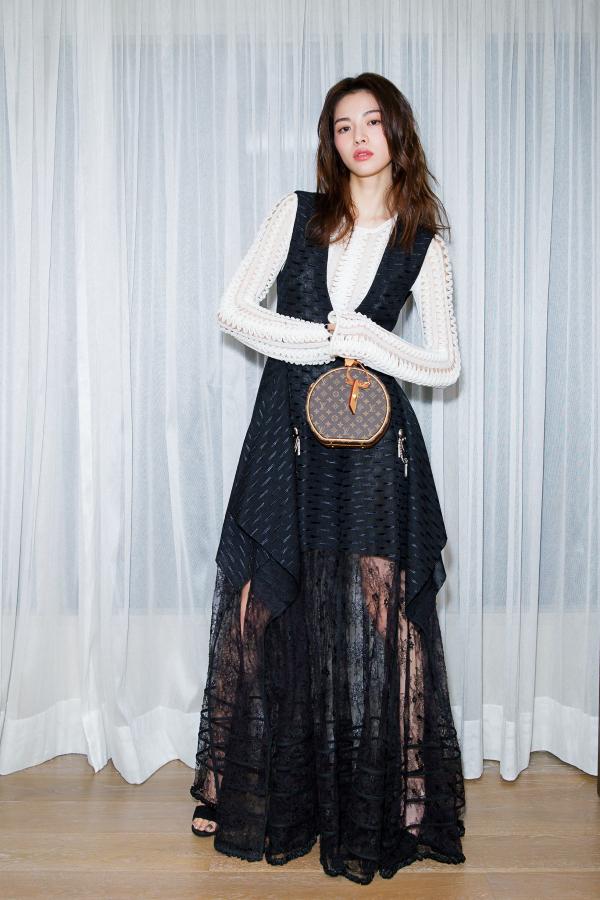 Đâu chỉ Selena Gomez, cả loạt tín đồ thời trang thế giới cũng đang mê đắm mẫu túi đắt đỏ này - Ảnh 10.