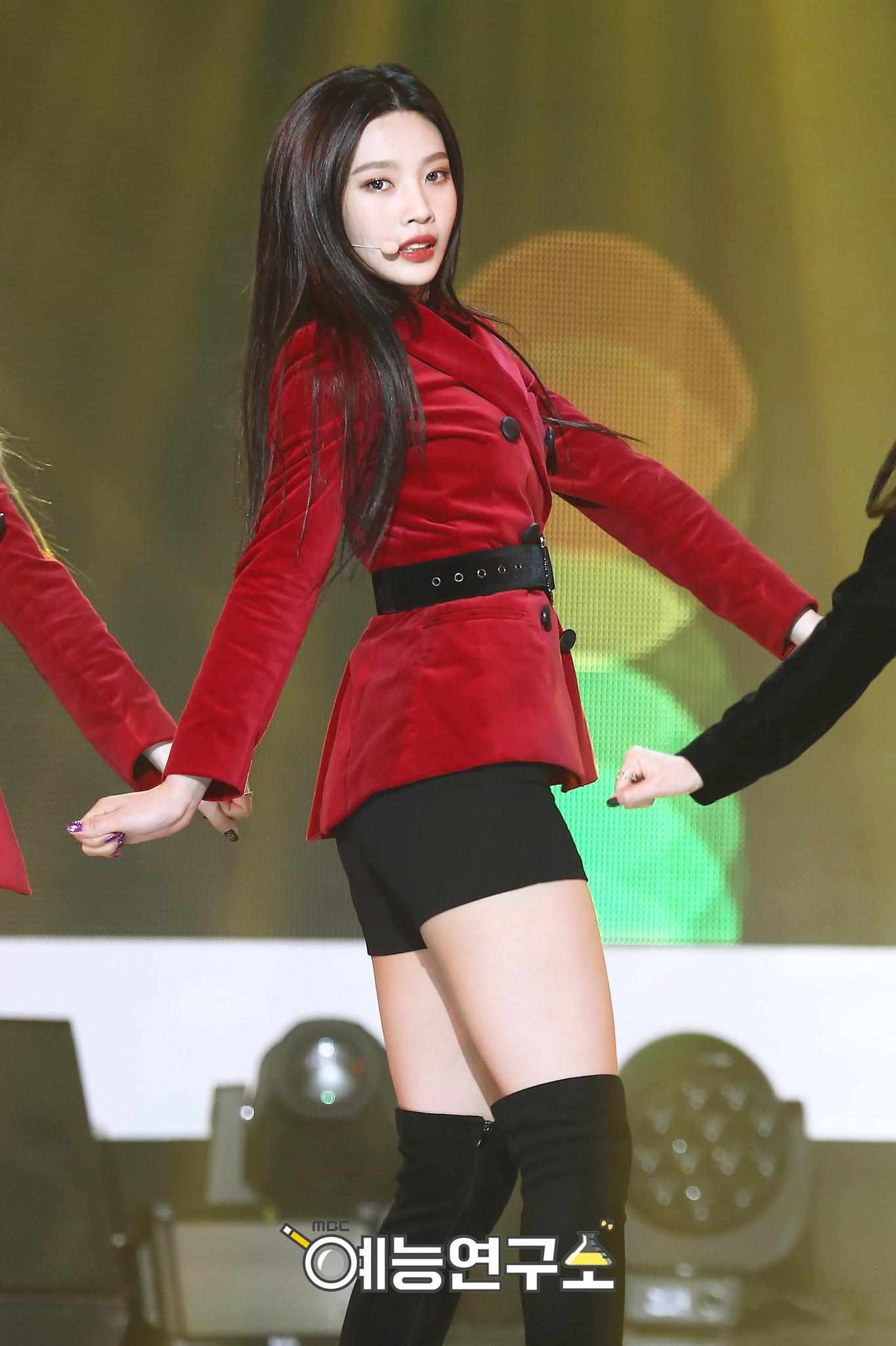 Em út của nhóm nhạc thần tượng Red Velvet khoe thân hình nóng bỏng sau khi bị chê béo ú