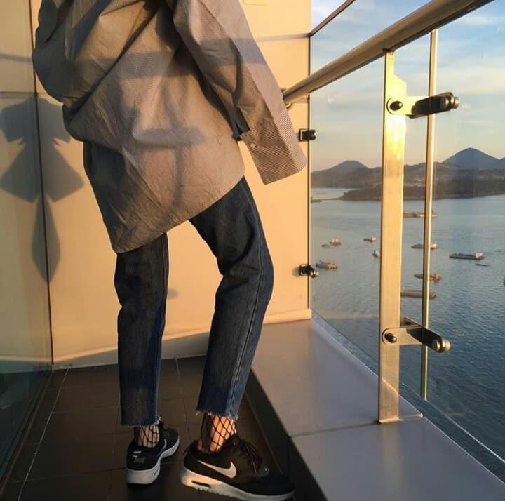 Chàng trai giận tím mặt khi bạn gái đi dép lào, mặc quần jean cả tuần không giặt đến đám cưới sếp - Ảnh 2.