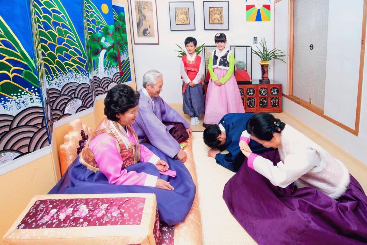 8 điều thú vị về ngày Tết ở Hàn Quốc: Điều thứ 3 cũng giống với văn hóa truyền thống Việt Nam - Ảnh 6.