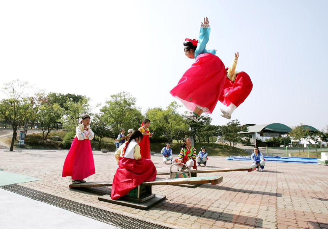 8 điều thú vị về ngày Tết ở Hàn Quốc: Điều thứ 3 cũng giống với văn hóa truyền thống Việt Nam - Ảnh 10.