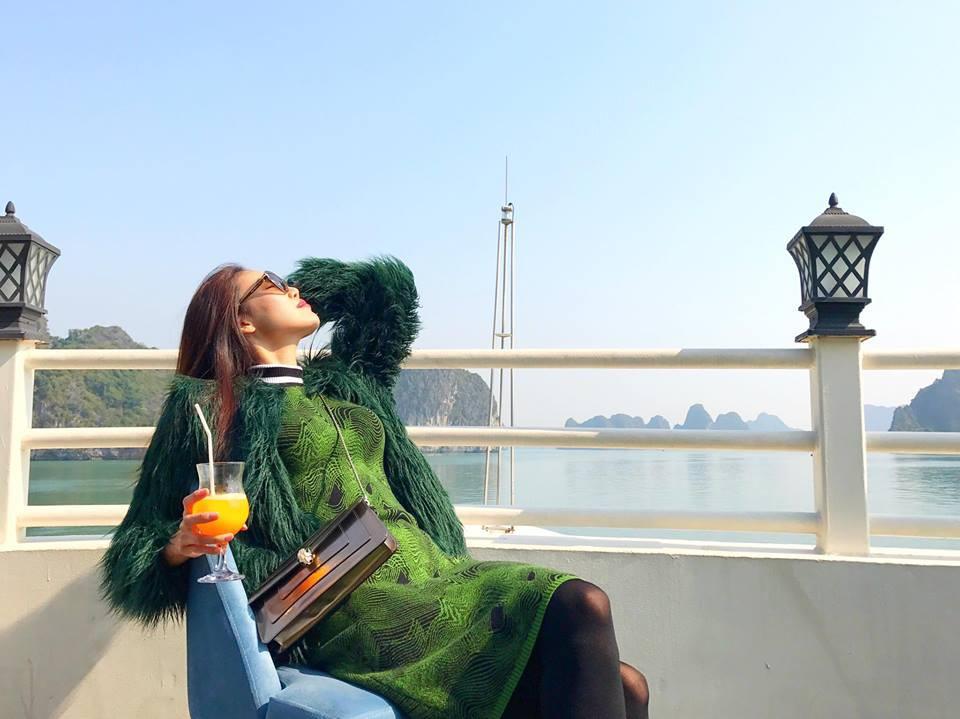 Phải công nhận, Hà Hồ lên đồ street style chuẩn không kém sao ngoại như Selena, Park Shin Hye... - Ảnh 4.