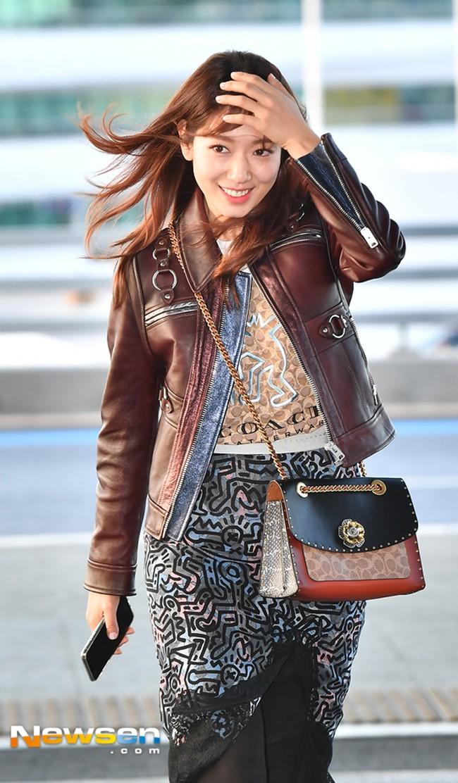 Phải công nhận, Hà Hồ lên đồ street style chuẩn không kém sao ngoại như Selena, Park Shin Hye... - Ảnh 13.