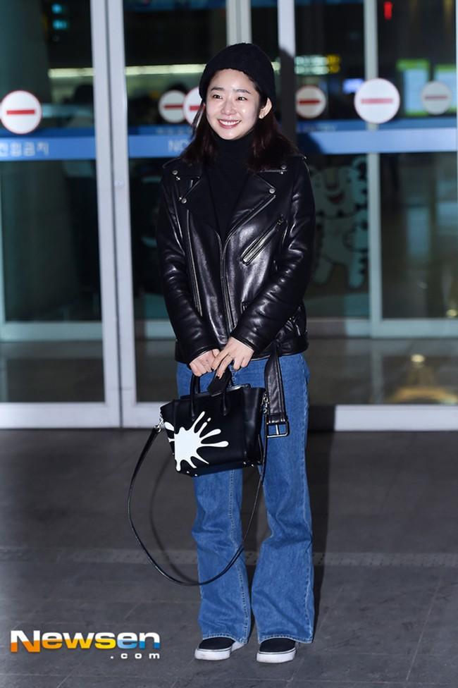 Phải công nhận, Hà Hồ lên đồ street style chuẩn không kém sao ngoại như Selena, Park Shin Hye... - Ảnh 14.