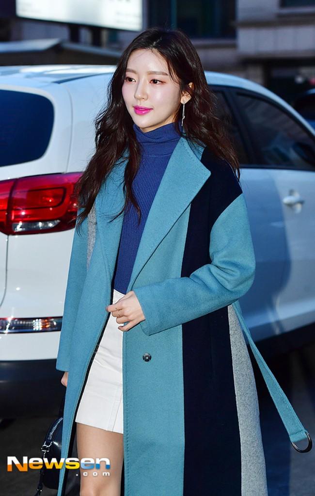 Phải công nhận, Hà Hồ lên đồ street style chuẩn không kém sao ngoại như Selena, Park Shin Hye... - Ảnh 15.