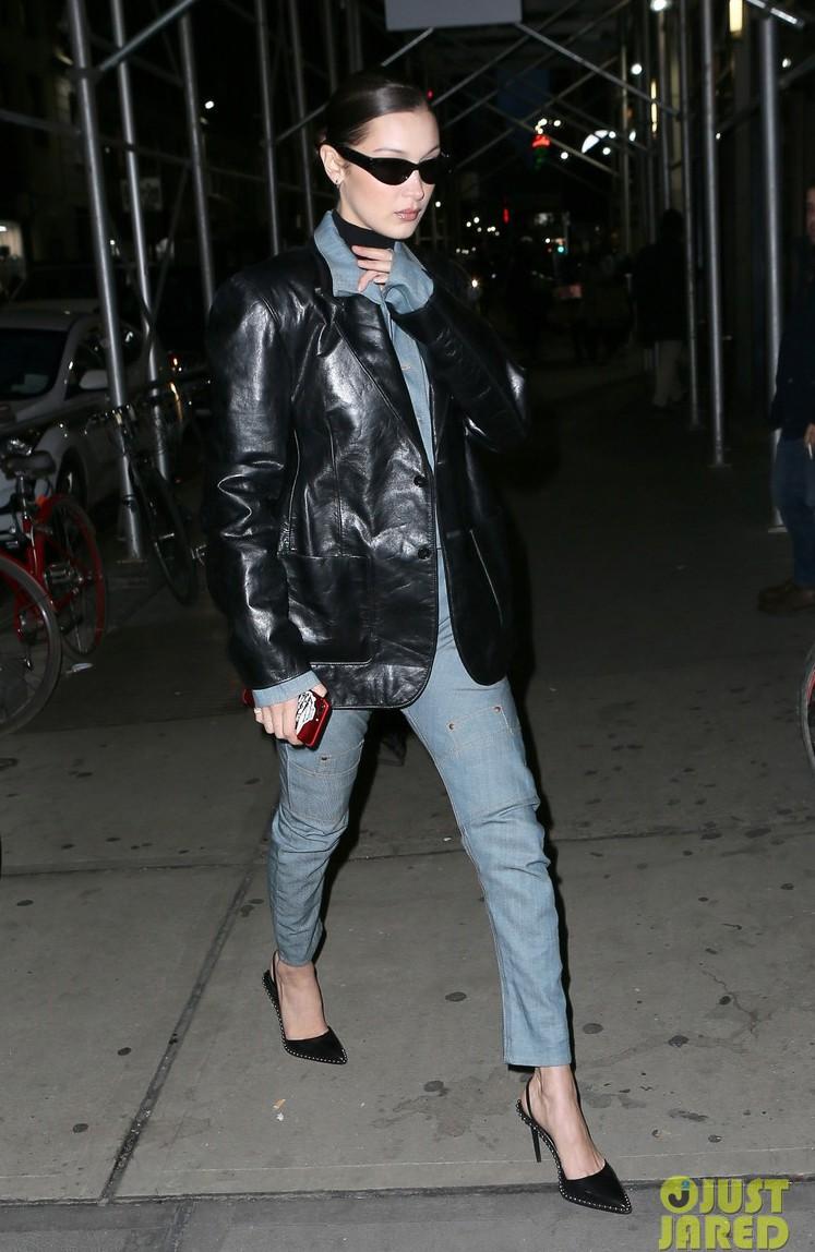 Phải công nhận, Hà Hồ lên đồ street style chuẩn không kém sao ngoại như Selena, Park Shin Hye... - Ảnh 17.