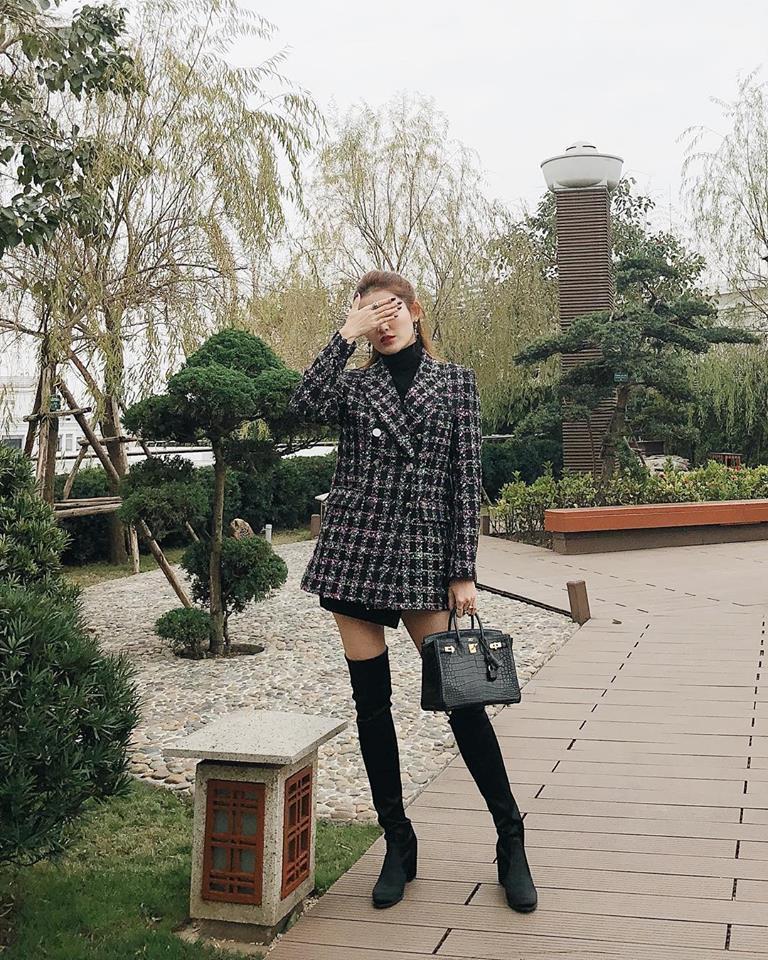 Phải công nhận, Hà Hồ lên đồ street style chuẩn không kém sao ngoại như Selena, Park Shin Hye... - Ảnh 9.