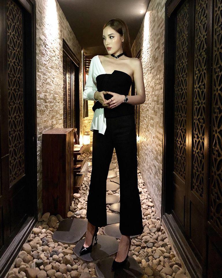 Phải công nhận, Hà Hồ lên đồ street style chuẩn không kém sao ngoại như Selena, Park Shin Hye... - Ảnh 2.