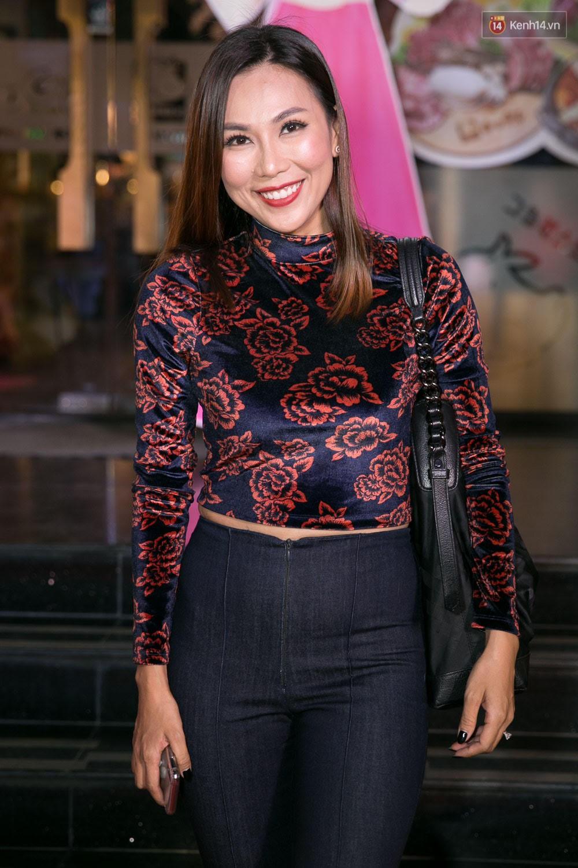 Hoài Linh đeo khẩu trang, ăn mặc đơn giản bất ngờ tại sự kiện công chiếu phim Tết - Ảnh 5.