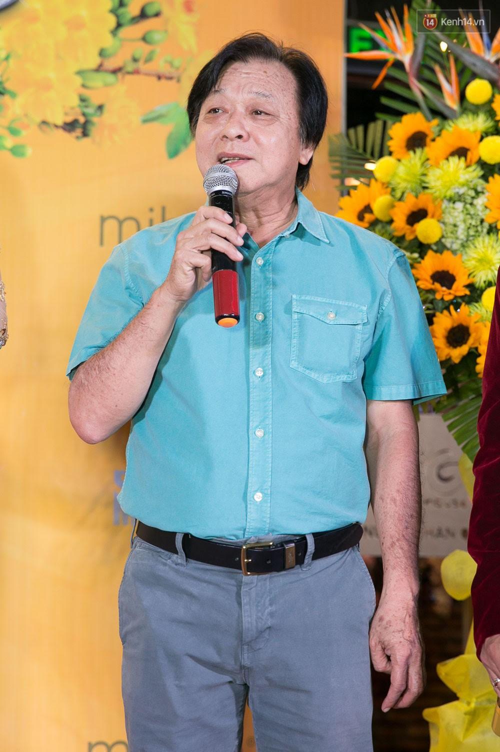 Hoài Linh đeo khẩu trang, ăn mặc đơn giản bất ngờ tại sự kiện công chiếu phim Tết - Ảnh 6.