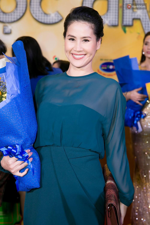 Hoài Linh đeo khẩu trang, ăn mặc đơn giản bất ngờ tại sự kiện công chiếu phim Tết - Ảnh 7.