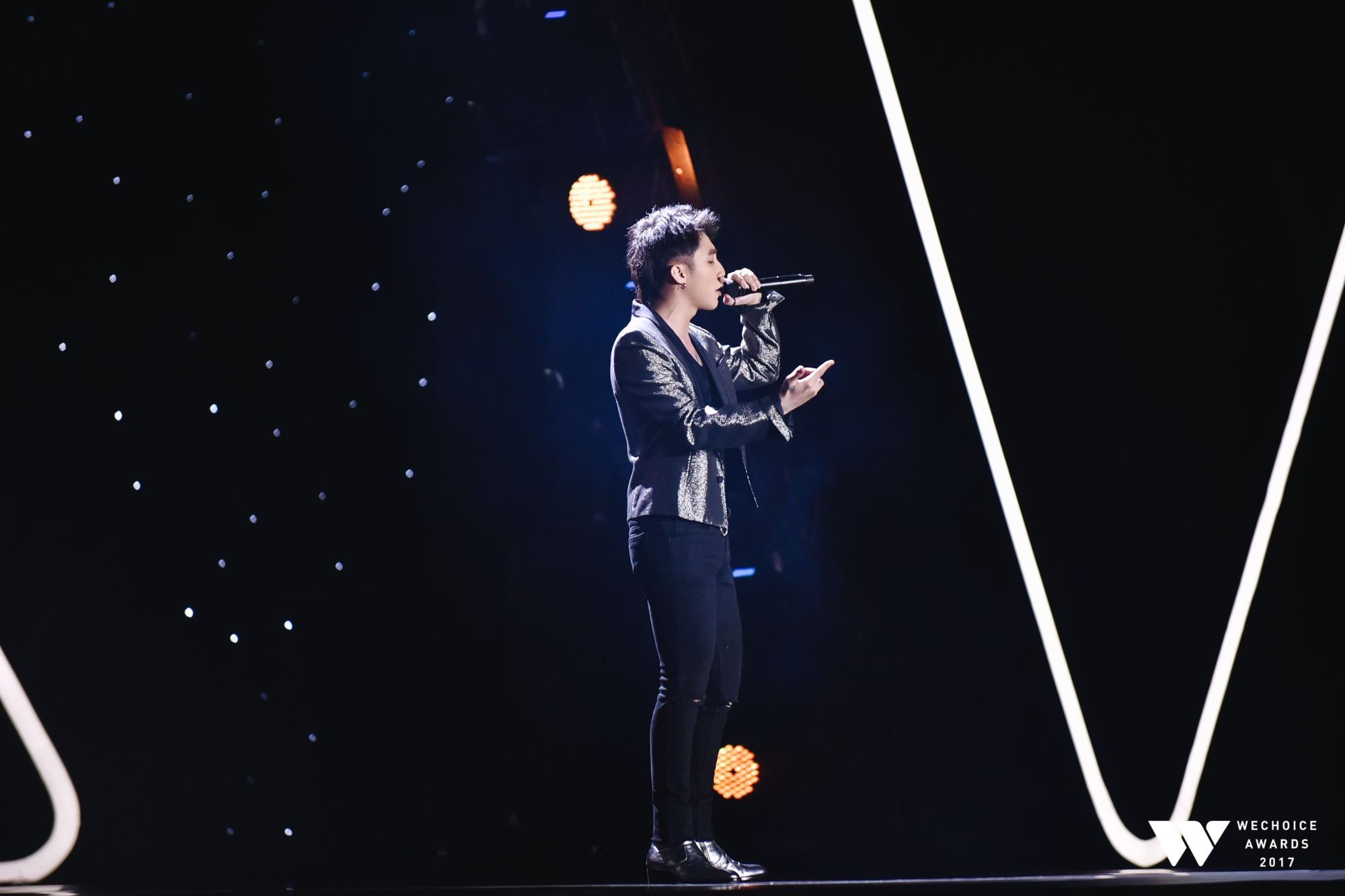 Trọn vẹn những màn trình diễn đầy thăng hoa và cảm xúc của Gala WeChoice Awards 2017 - Ảnh 6.