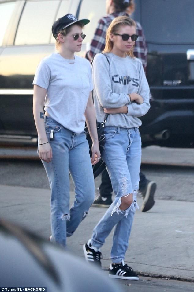 Kristen Stewart đã hết trọc đầu, nhưng vẫn cool ngầu, nam tính khi đi bên bạn gái - Ảnh 3.