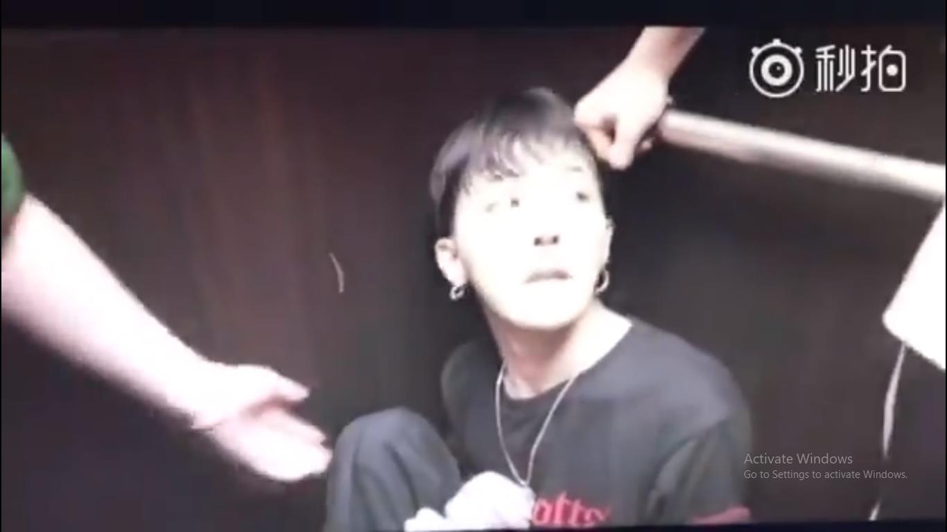 Clip G-Dragon gầy như bộ xương di động, tiều tụy sắp ngất trong hậu trường show khiến công chúng phải suy ngẫm - Ảnh 4.
