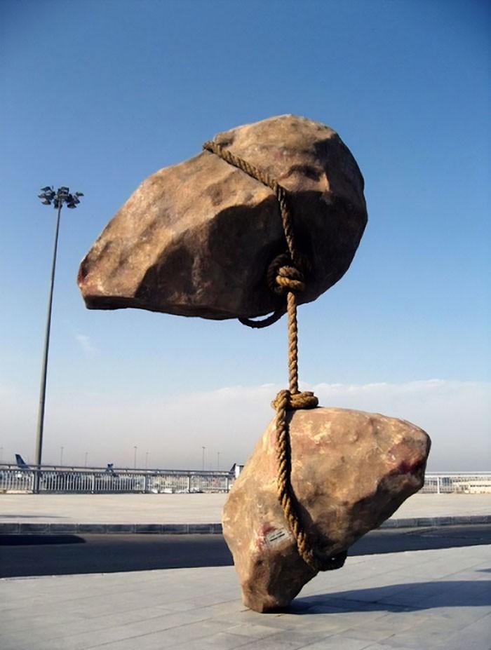 16 công trình điêu khắc ảo diệu khiến bạn tưởng lực hấp dẫn không còn tồn tại - Ảnh 7.