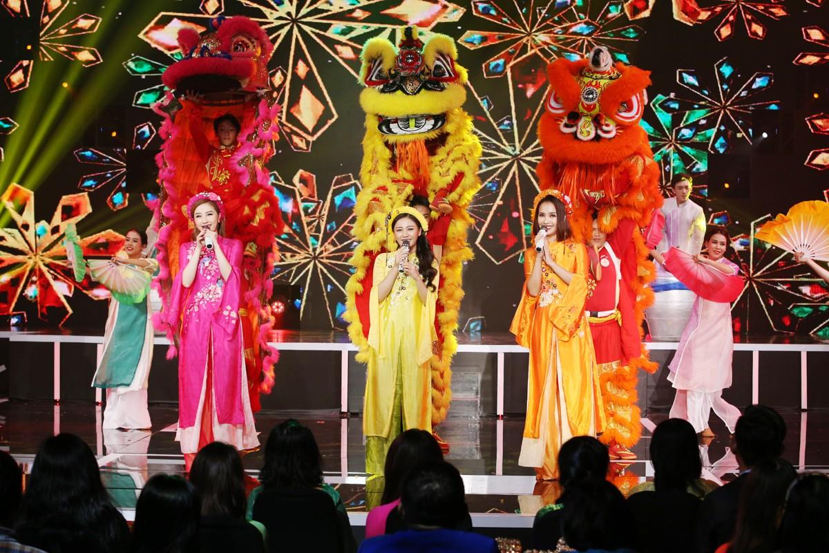 Dàn sao Việt đình đám biểu diễn hàng loạt các tiết mục tươi vui trong đêm giao thừa