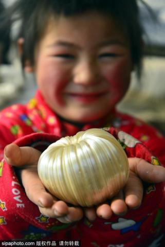 Phong tục lạ ngày 23 tháng Chạp tại Trung Quốc: ăn kẹo kéo để dính miệng, mong ông Công ông Táo không báo tội lên Ngọc Hoàng - Ảnh 1.