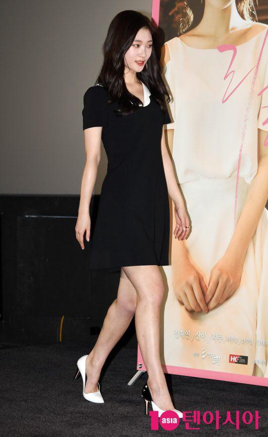 Cùng bị dìm tại sự kiện: Nữ thần Kpop đẹp mê hồn, Chi Pu được gọi là Kim Tae Hee Việt Nam nhưng mặt sao thế này? - Ảnh 2.