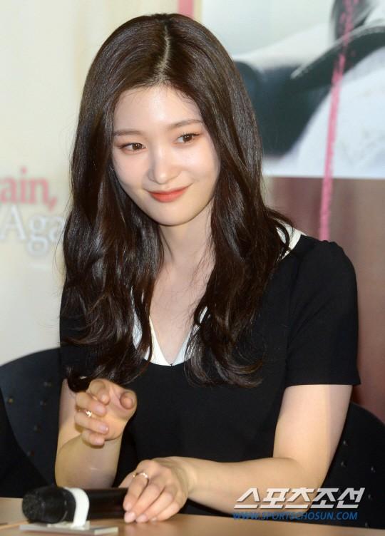 Cùng bị dìm tại sự kiện: Nữ thần Kpop đẹp mê hồn, Chi Pu được gọi là Kim Tae Hee Việt Nam nhưng mặt sao thế này? - Ảnh 5.