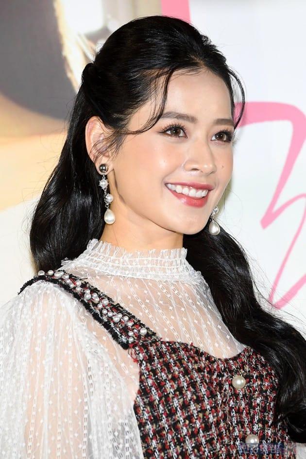 Cùng bị dìm tại sự kiện: Nữ thần Kpop đẹp mê hồn, Chi Pu được gọi là Kim Tae Hee Việt Nam nhưng mặt sao thế này? - Ảnh 16.