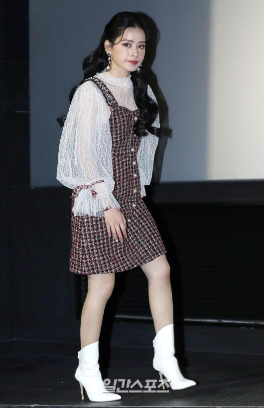 Cùng bị dìm tại sự kiện: Nữ thần Kpop đẹp mê hồn, Chi Pu được gọi là Kim Tae Hee Việt Nam nhưng mặt sao thế này? - Ảnh 8.