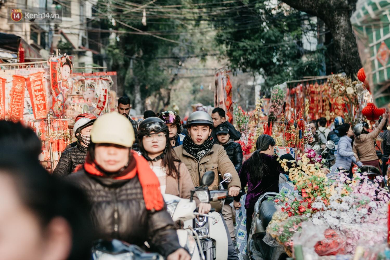 Chùm ảnh: Ghé thăm chợ hoa truyền thống lâu đời nhất Hà Nội - cả năm chỉ họp đúng một phiên duy nhất - Ảnh 4.