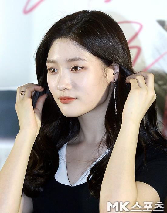 Cùng bị dìm tại sự kiện: Nữ thần Kpop đẹp mê hồn, Chi Pu được gọi là Kim Tae Hee Việt Nam nhưng mặt sao thế này? - Ảnh 6.