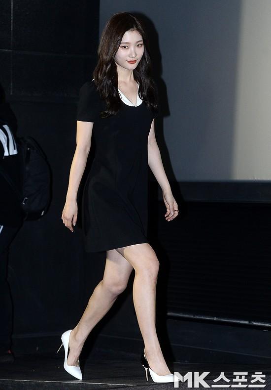 Cùng bị dìm tại sự kiện: Nữ thần Kpop đẹp mê hồn, Chi Pu được gọi là Kim Tae Hee Việt Nam nhưng mặt sao thế này? - Ảnh 1.